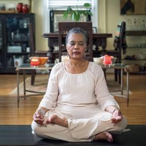 加齢による動きづらさを改善|ヨガ療法士に聞くシニアを輝かせるヨガ