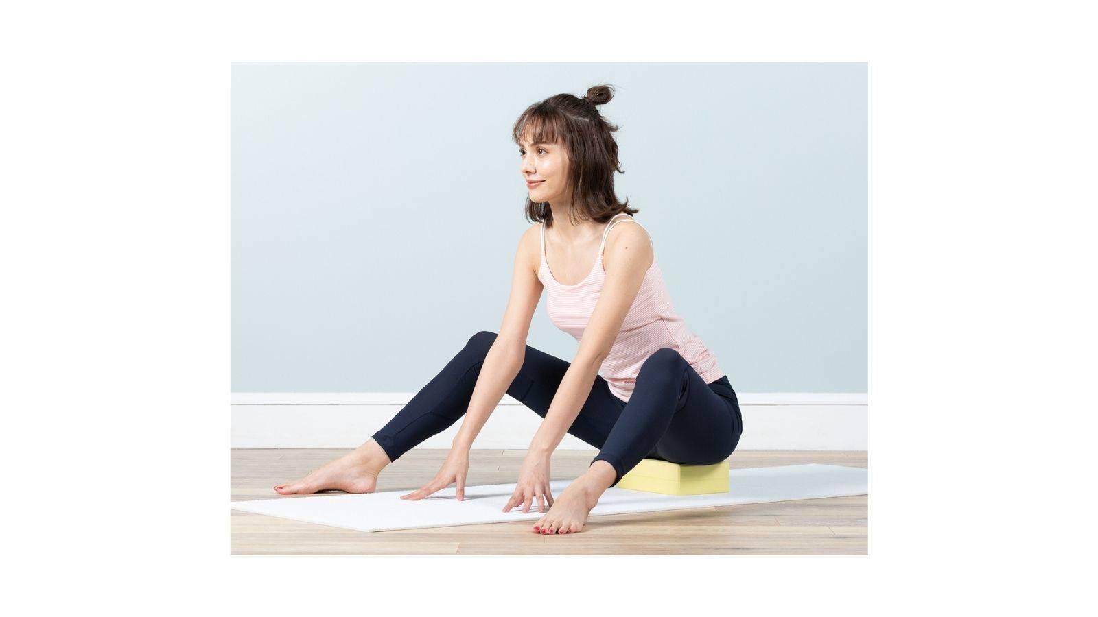 股関節が硬い人必見!股関節の可動域がだんだん広がる「骨盤を立てて行うやさしいポーズ」