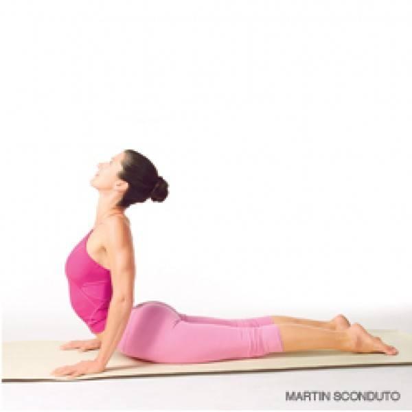 腰に負担をかけずにアップドッグを深める方法とは | ヨガジャーナルオンライン