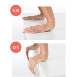 机の使った屈伸をする時の手の置き方