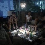 土曜夜の食事会。写真はカフェの屋上にて。
