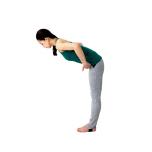 深く前屈するのではなく、腸骨と胸が前へ引っ張られることを意識して。体が深く沈みこまず、腰が伸びるはず。5呼吸キープ。