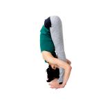 手を足に近づけることより、膝を伸ばすことを優先し、できるところまで足に近づけたらそのままキープ。
