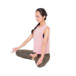⑮両手を膝におき、8呼吸で瞑想を。