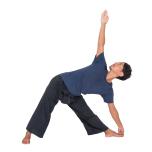 週1回、呼吸と連動させるアシュタンガヨガのハーフプライマリーを行い、心身を内観。