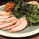 朝食は白湯かスムージーなので、昼食はしっかり。野菜を多めに食べるように意識。