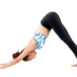 ④左右の足の甲→両足の甲の順にストレッチ。次に右足、左足のつま先をそれぞれ真横に開いて戻す。