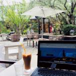 隙間時間に居心地のいいカフェで仕事。