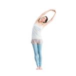 両脚を揃えて立つ。両手を上げ、頭上で組み、右手を押し上げながら上体を左へ倒す。反対側も同様に行う。