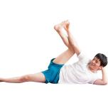 膝を伸ばすのが難しければ曲げて。肘で膝を押し、脚を後ろに回す股関節の動きを維持しよう。