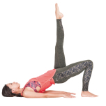 左足を空へ伸ばし(角度は斜めでも良いので膝はまっすぐ伸ばす)、5呼吸キープ。右足も同様に。