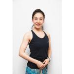 2000年から13年間、宝塚歌劇団星組の娘役を務めた後、「リシケシ・ヨガシャラ」でTTを受けヨガ講師に。都内各所のヨガスタジオで指導。