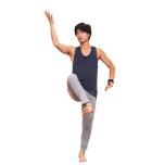 バランス感覚と体幹の強さを要するOdakaシヴァナタラージャ。難しいアーサナも、丹田を意識して体を波のように動かすことで関節にスペースができ、自然にポーズがとれる。