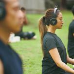 吸法とシークエンスを行った後、ヘッドホンから流れる音を聴きながら20分間の瞑想。