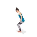 両手を腿の付け根に当てて後ろに押し、股関節を引き込み体を曲げる。腰は丸めないで。