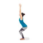 腰を反りすぎると腰への負担大。足指が膝に隠れていたら指先が見えるまで膝を引いて。