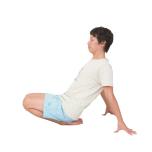 正座で両手を後ろにつき、背骨を伸ばす。どこまで膝が上がるかでチェック。