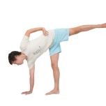 アルダチャンドラーサナで大腿筋膜張筋を縮める