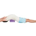 マッツヤーサナで大胸筋鎖骨部を伸ばす。体が硬い人はブロックを使用