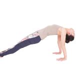 手で床を押してお尻を持ち上げる。大胸筋と小胸筋を意識し、そこに前腿を引き寄せるイメージで胸を押し上げ、5秒キープ。