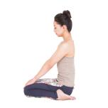 前腿を伸ばして筋肉の位置を感じながらストレッチ