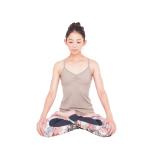 腿四頭筋への意識が身に付くと、前腿を強く伸ばすポーズがとりやすくなります。