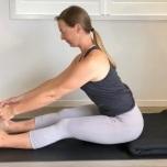 脊椎椎間板に負荷をかけるポーズや動きには特に注意を払う必要があります
