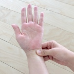 手首を押して自律神経の乱れを抑える