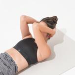 腹筋の力で頭から肩を巻き上げ胸裏のしなやかさを引き出す NG例