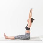 骨盤から頭頂を引き上げて太腿と腸腰筋を鍛える