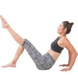 膝を曲げて座り、上体を後ろに倒して両手で支える。両膝をつけたまま片脚だけ膝を伸ばす