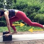 ブロックを使ってローランジでジャンプして足を入れ替える 骨粗鬆症