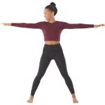 ステップかジャンプで腰幅より広く足を広げる。足でマットを強く押しながら、頭を空のほうに引き上げる。両腕を左右に大きく広げながら胸を前方に押し出す。アルファベットのT字のように腕を床と平行に保ちながら3