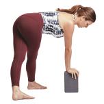 腸脛靭帯を感じる場合 プラサリタパードッターナーサナ(立って両脚を伸ばすポーズのバリエーション)