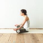 安楽座の基本|坐骨と膝を均等に下ろすためのポイントは