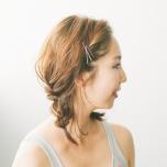 「髪が気になってポーズに集中できない…」顔まわりの髪をおしゃれにまとめるコツ