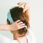 小顔効果も狙える!顔まわりの髪をおしゃれにまとめるアレンジ-ターバン編-