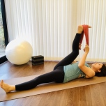 股関節の柔軟性UP!理学療法士が教えるヨガ前のタオルストレッチ