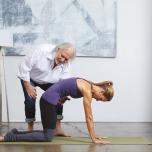 閃き・直感を感じて|イシュタヨガ創始者に学ぶ瞑想前のヨガポーズ