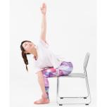 体幹の筋肉をしっかり使う!くびれのあるウエストを作るチェアヨガポーズ