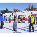 雪上やイルミネーションの中で!編集部厳選・2月のヨガイベント5選