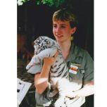 ドク・アントルのマートルビーチ・サファリで赤ちゃんの虎を抱く若き日のバーバラ・フィッシャー 写真:バーバラ・フィッシャーのプライベート・コレクション
