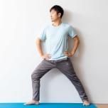 背骨の正しいアライメント 背骨の伸ばし方&整え方がわかる壁ヨガ