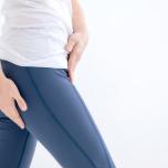 """腰痛や動きづらさの原因にも!""""お疲れ股関節""""をほぐす簡単ヨガとは"""
