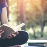 人気ヨガ講師が推薦!ヨガ哲学を学びたい人におすすめの書籍