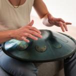 深いリラックスを誘う幻想的な美しき音「Steel Tangue Drum」の魅力