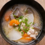 腸内環境を整えて賢くダイエット!野菜たっぷりさつま汁【痩せる和風スープ #7】