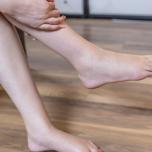 足のむくみを解消する「ただ休むだけ」の簡単ヨガポーズ