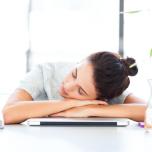 「食後の眠気」を撃退するヨガの呼吸法【ヨガと睡眠#11】