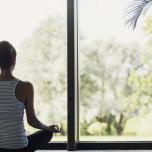 ヨガレッスン、朝と夜どっちにやるのが体にとって良い?